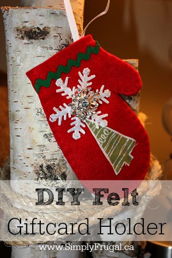 Create these felt mitten gift card holders to present your gift in a cute way.