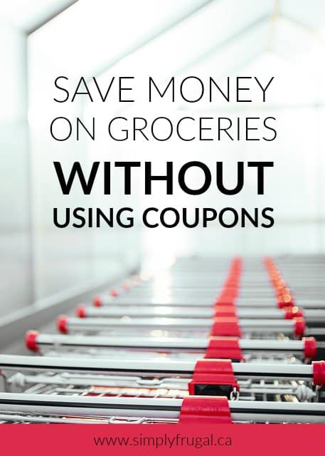There are some great strategies to save money on groceries without using coupons in this post! Don't miss the tips!