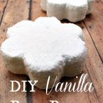 A Homemade Christmas Gift: Vanilla Bath Bombs